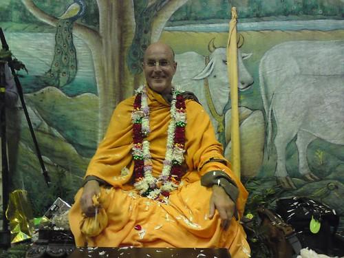 Indradyumna Swami Vyasa puja in UK 2010 -0025 por ISKCON desire  tree.