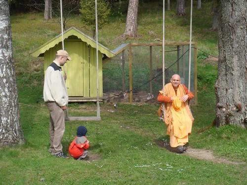 Kadamba Kanana Swami Korsnas Gard and at Ugrasena's 14th May 2010  -0084 por ISKCON desire tree.