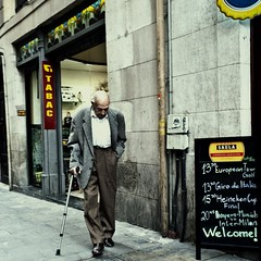 das einzige grau (polomar) Tags: barcelona street old city people spain flickr alt strasse stock grau menschen tabac zen barcelonetta streetphoto mann opa generation spanien johncale glatze saula polomar johncalebrianeno