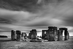 Stonehenge (David Arran Photography) Tags: england blackandwhite bw monochrome blackwhite nikon 1870mmf3545g stonehenge 2009 hdr henge photomatix d80 nikkor1870mmf3545dx photoshopcs5