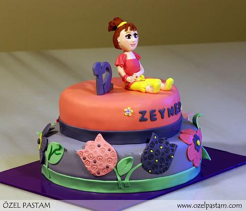Zeynep'in Çiçekli Pastası