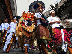 Kuningan's Barong, Ubud - The Last Day Of Balinese New Year (Mio Cade) Tags: street new travel boy bali girl children indonesia costume kid child faith year culture social celebration kuningan ubud barong