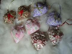 sachs... (Criao Exclusiva da Ane) Tags: lembrana perfume handmade artesanato coraes fabric cotton sachs armrio tecido enfeite flordefita aromatizado retalhosdetecido
