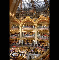 Les galeries Lafayette  ;) (Erwan bazin photography (F2.8) very busy!) Tags: people paris france photoshop raw lafayette commerce capitale balcon gallerieslafayette f28 hdr highdynamicrange dior gents lightroom christiandior bazin dtails photomatix 50d filigrane canoneos50d erwanbazin erwanbazinphotography