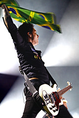 Green Day - Porto Alegre 14/10 (Daniel Vettorazi) Tags: show green fire lights cool day shot live daniel joe porto works billy tres alegre 1410 gigantinho vettorazi