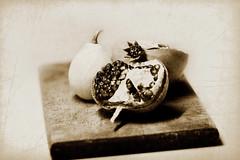 Autumn still life. (Maria Dattola) Tags: stilllife canon  18 melograno 85mmlens 1000d mariadattola zucchettadaornamento