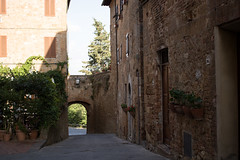 Pienza (angie.martina) Tags: pienza toscana italy travel holiday walkind architecture detail streetview shadow sunset ligh summer town