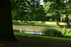 Brujas (Bélgica) (littlecastle96) Tags: brujas edificio geografíahumana bélgica monumento turismo park belgium parque río river flores flowers árbol tree
