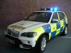 1/18 Code 3 BMW X5 Hampshire Police Traffic Car - Front (alan215067code3models) Tags: road blue party white 3 car yellow out leaving liberty code traffic motorway 4x4 rear working blues police 360 hampshire parade led gift present bmw boxes passing southampton emergency reds base retirement highly strobe battenburg detailed response unit 118 999 crimestoppers x5 kyosho whelen chevrons lightbar totton policing