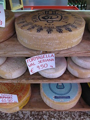 Formaggi bergamaschi (Amenon) Tags: italy cheese italian bergamo lombardia lombardy pora dorga bratto bergamasca berghem castionedellapresolana prealpiorobiche formaggibergamaschi bergamocheeses giornategastronomiche