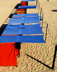 IMG_6474BB_12 (wolfgangp_vienna) Tags: blue red sea france rot beach strand sand frankreich meer village blau bayonne saintjeandeluz stjeandeluz pyrnesatlantiques marcantabrico kleinstadt golfvonbiskaya kantabrischesmeer
