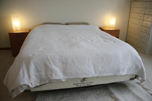 American Signature, Memory Foam, BED Queen-$300