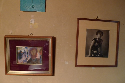 Photos of her greatgrandma and her paintings too