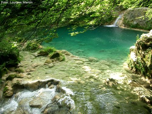 Una de las pozas azules del río