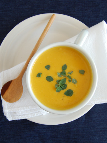 Roasted pumpkin and marjoram soup / Sopa de abóbora assada com manjerona
