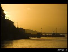 Calmo entardecer (Cainha) Tags: sunset shadow pordosol orange portugal rio river boat streetlamp laranja porto douro calma entardecer afurada