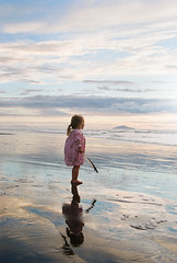 kapiti island (Le Fabuleux Destin d'Amlie) Tags: light sunset sea newzealand summer holiday beach girl weather kids island three kid toddler child play pentax ns feather wellington getty summertime aotearoa kapiti kapitiisland forme nsr waitarere notsure 1645mm gj21