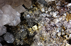 Mineralic Manhattan (photon tamer) Tags: macro minerals mineral quartz feldspar macroshot gemstones pyrite tamronaf1750mmf28xrdiiildasphericalif sonyalpha700 mineralicmanhattan