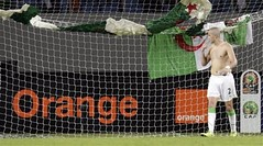 Bougherra L'Homme Du Match, Vraiment. (menosultra) Tags: cup algeria football team african flag soccer egypt can mai national ago algerie coupe algrie karim 2010 drapeau angola afrique  benguela  socer ziani lquipe    algrienne  matmour 3lam yebda haliche