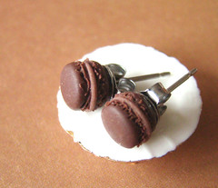 Miniature Food - Chocolate Macaron Earrings (PetitPlat - Stephanie Kilgast) Tags: fake jewelry bijoux bijou jewellery polymerclay fimo patisserie macaroon pastry earrings minifood artisan studs minis macaron bouclesdoreilles polyclay miniaturefood fauxfood miniaturen petitplat stephaniekilgast