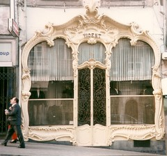 Vicent: Rua 31 de Janeiro ~ Porto (Curry15) Tags: portugal artnouveau porto castiron fujifilm oporto rococo jugendstil vicent oldshopfront beautifulshop rua31dejaneiro176
