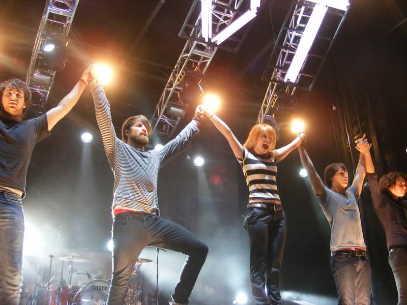 the final riot paramore. Paramore: #39;The Final RIOT!