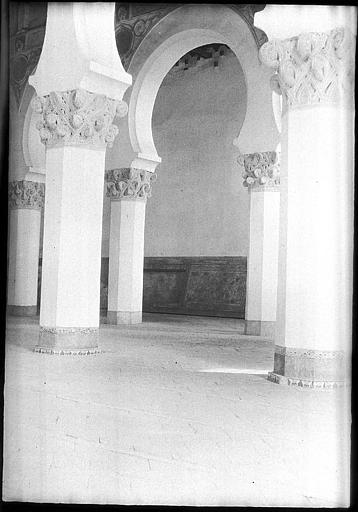 Sinagoga de Santa María la Blanca en 1907. Fotografía de Roy Lucien. Société Française d'Archéologie et Ministère de la Culture (France), Médiathèque de l'architecture et du patrimoine (archives photographiques) diffusion RMN