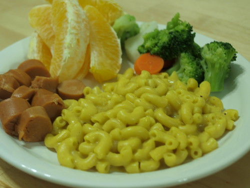 Little Vegan Meal - Mac n' Cheese w/ veggie dog, orange, vegetables