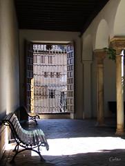 Luces y sombras II (Gelito) Tags: españa contraluz ventana reja andalucía alhambra granada palaciosnazaríes patiodelindaraja gelito