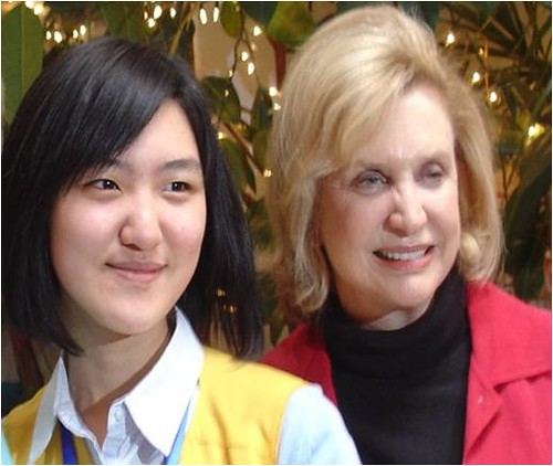 Young Chinese Yanning Cui interviewed U.S. Congressmember Carolyn B. Maloney.