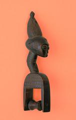 poulie Baoul (Jean D) Tags: africa pulley loom afrique baule artisanat artcraft poulie tisser metiertisser baoul