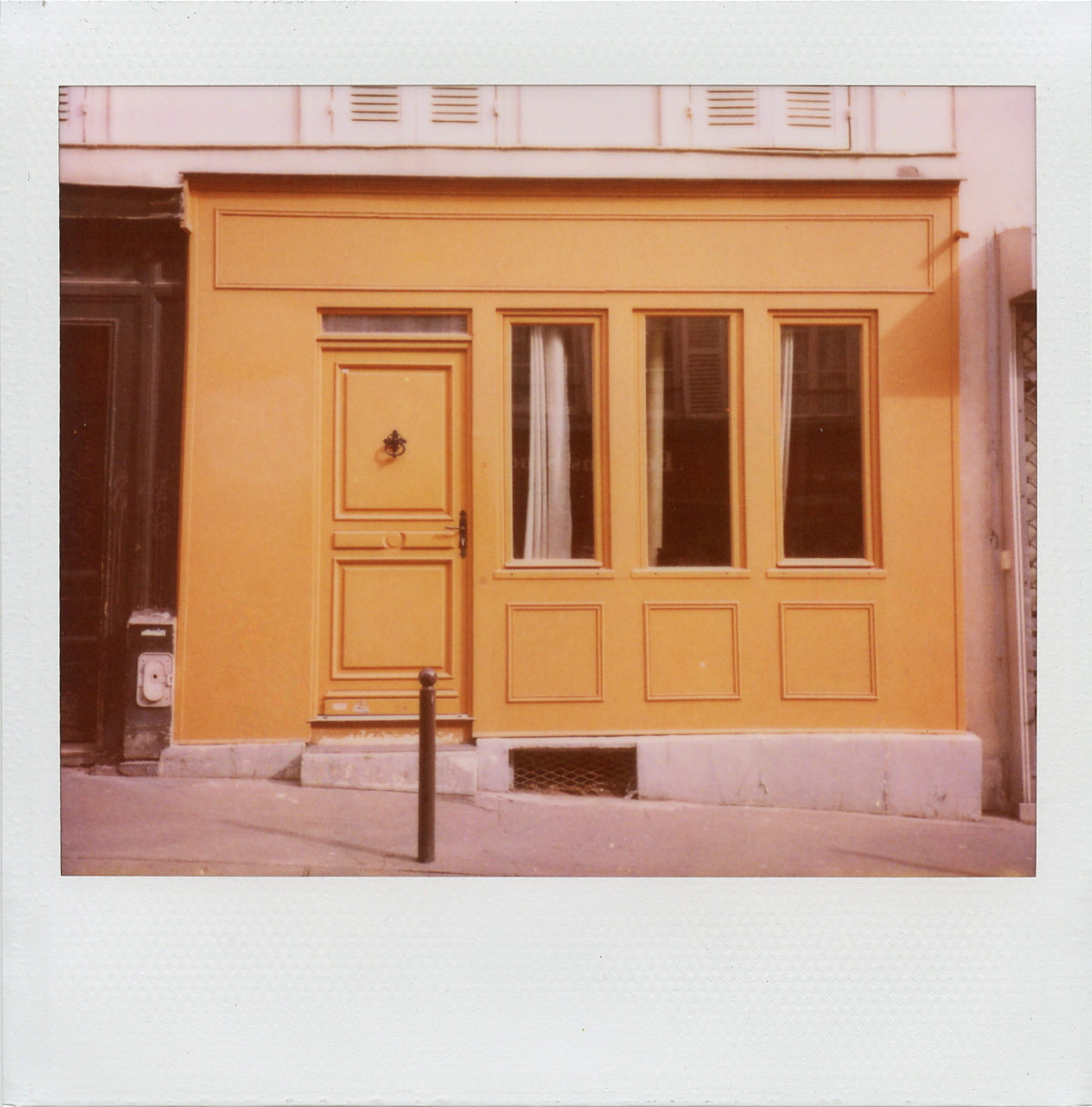 paris:door2