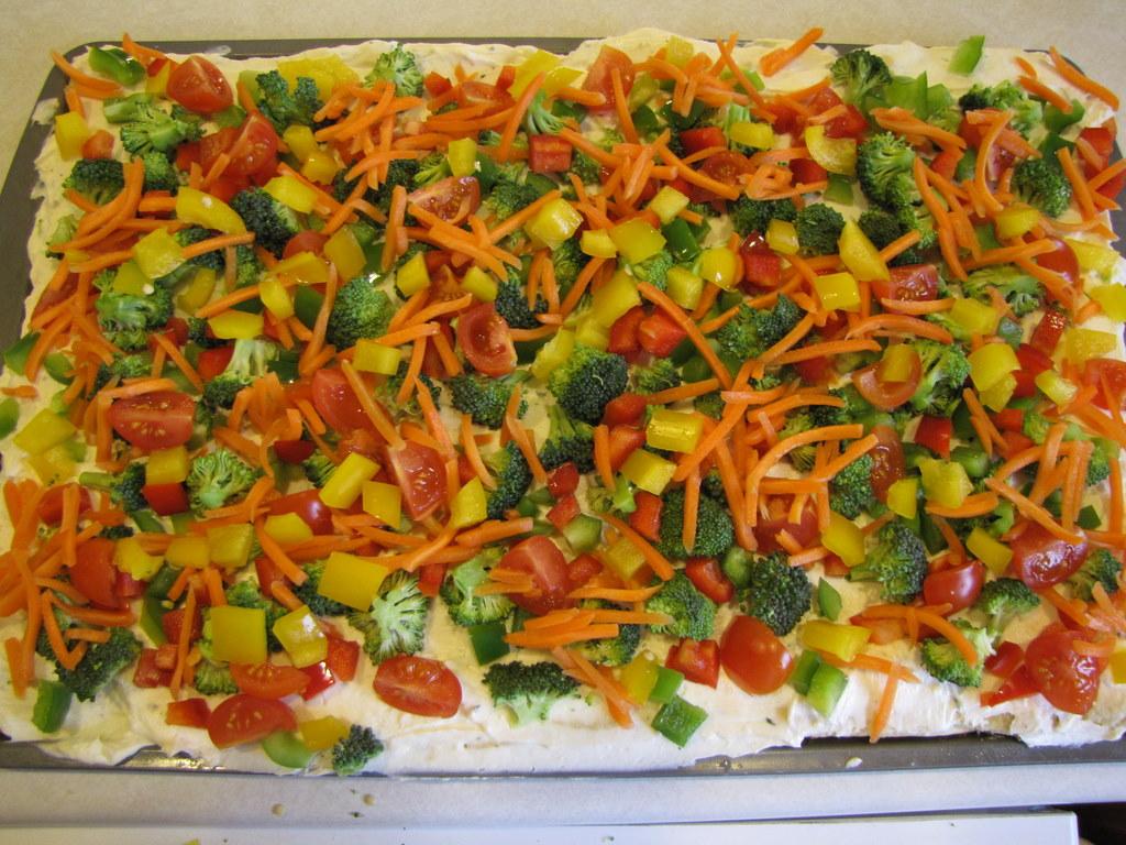Easy Veggie Pizza Pillsbury Crescent Rolls Recipe momspark.net