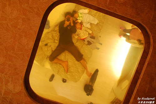 床上面有哈哈鏡