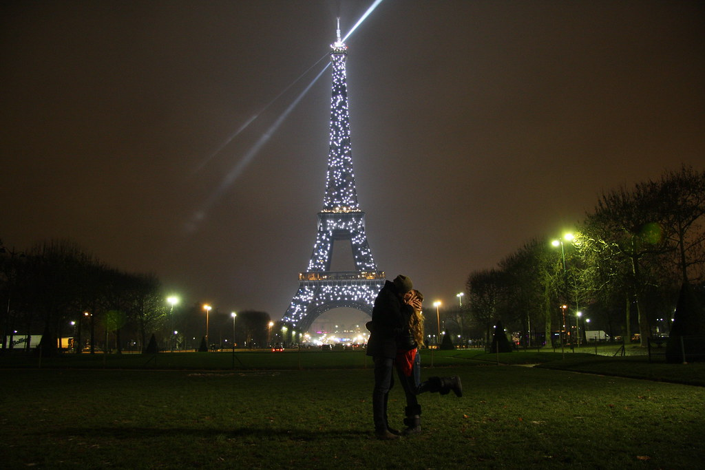 couple in front of the eifel tower