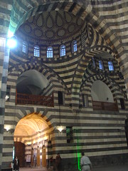 View from the mainhall of the Khan Pasha al-Azem to the entrance and first floor (olga_rashida) Tags: market madina syria souk markt altstadt oldcity  damaskus syrien  dimashq khanasadpashaalazem