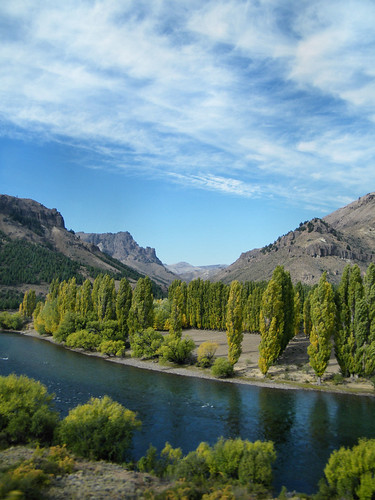 Río Limay, Provincia de Neuquén by katiealley on Flickr