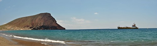 Montaña Roja y barco