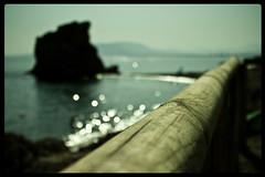 Rincones del sur... (InVa10) Tags: wood sea man men water canon eos mar spain madera agua rocks stones badajoz malaga hombre rocas piedras extremadura inva 450d