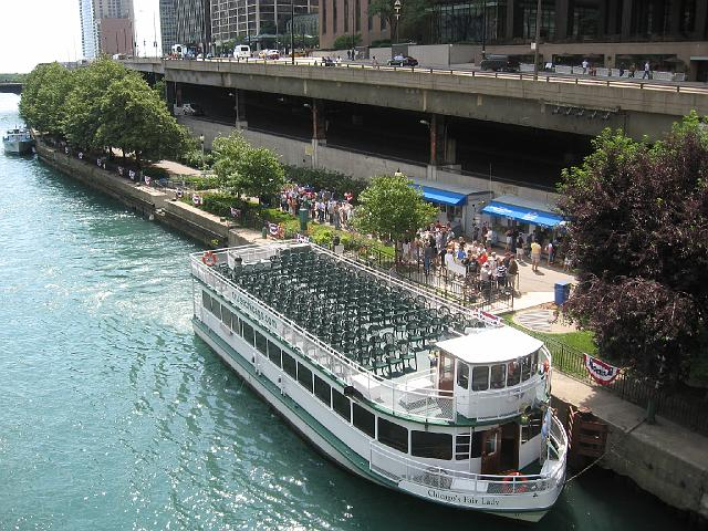 Chicago architectural boat tours things to do with kids for Architecture tour chicago boat
