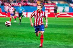 Diego Forlan (trommer photography) Tags: madrid cup liverpool football spain europe soccer diegoforlan vicentecalderon atleticomadrid estadiovicentecalderon uefaeuropaleague