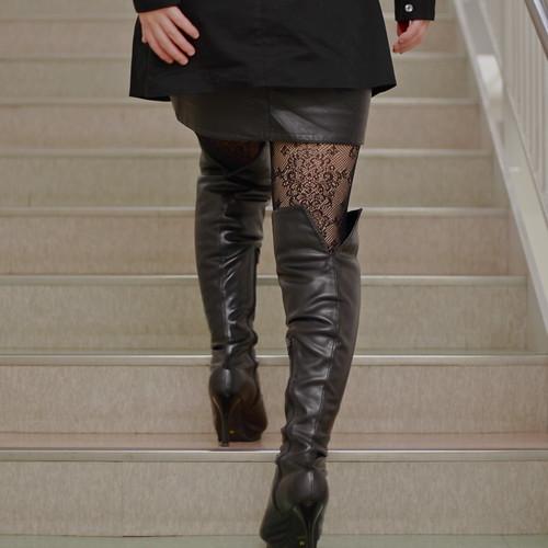 people woman stockings japan tokyo women legs boots skirt 日本 東京 leatherskirt blackboots 女性 スカート eoskissx4 eos550d 黒ブーツ ストッキング ブーツ レザースカート