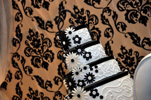 Black & White Wedding Cake 2