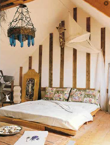 rustic room, eclectic bedrooms, platform bed, chandelier, beds on the floor, striped walls, giraffe