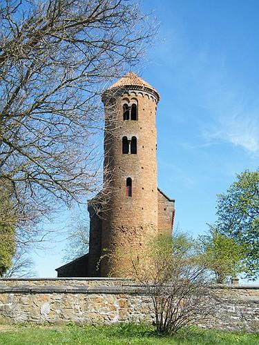 Inowłódz: romańska wieża z XX w. | Inowłódz: Romanesque tower from the 20th century