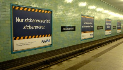 Werbung PayPal Bahnhof Berlin