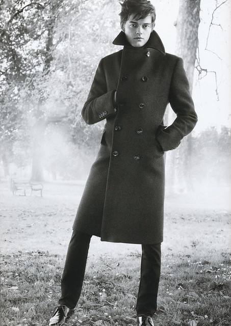 Sam Riley5006_BURBERRY(GQ68_2009_01)