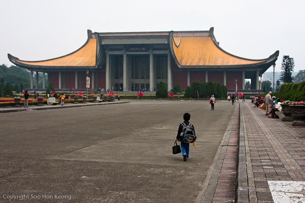 Walking to Sun Yat-Sen Memorial Hall, Taipei, Taiwan