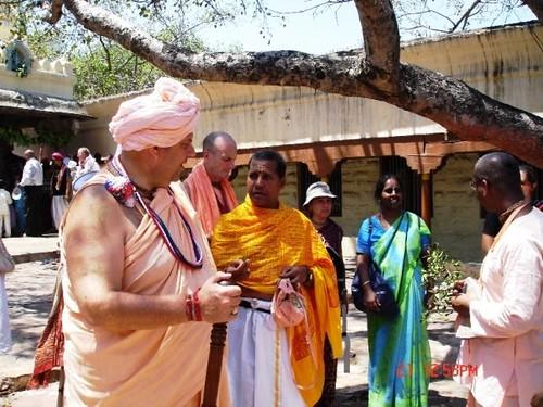 H H Jayapataka Swami in Tirupati 2006 - 0032 por ISKCON desire  tree.