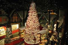 Weihnachtsbaum (sebbie1009) Tags: christmas xmas bayern deutschland kitsch christmastree weihnachtsbaum christmasstore rothenburgobdertauber kthewohlfahrt